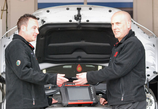 Adam & Chris using the Verus Vehicle Diagnostics